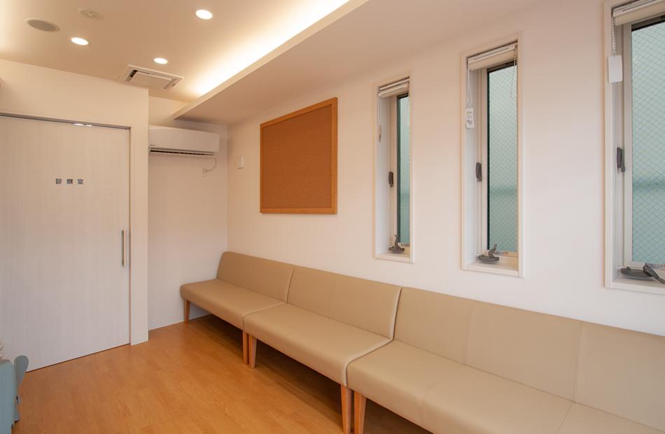 ふじたに耳鼻咽喉科クリニックの待合室